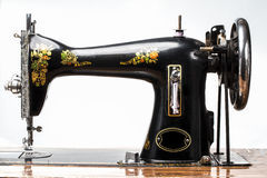A-Little-History- of-The-Sewing-Machine