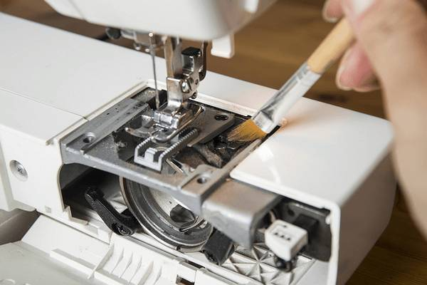 How-to-Clean-a-Sewing-Machine-Like-a-Pro-9-Helpful-Tips