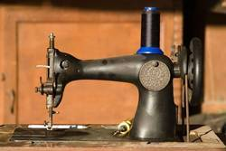 Old-Antique-Sewing-machine-Weight