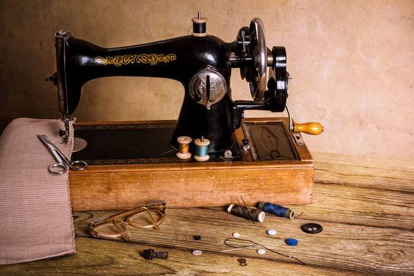 Ultimate-Guide-Dressmaker-Sewing-Machine-Models-and-History