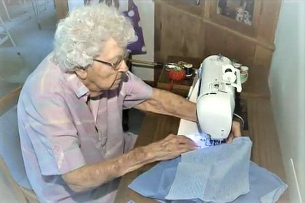 Can-You-Use-a-Sewing-Machine-Without-a-Foot-Pedal