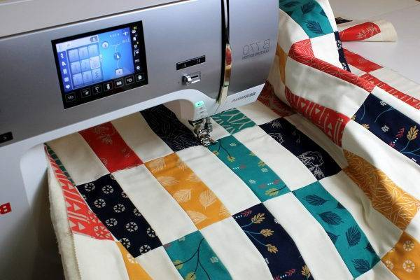 How-Long-Does-it-Take-to-Make-a-Quilt-Hand-Sewing-Machine