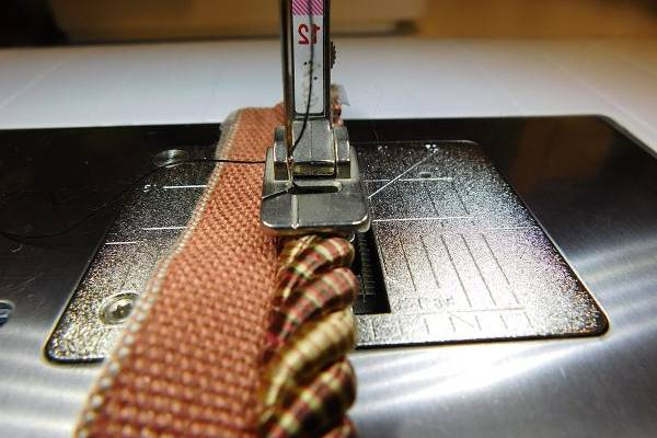 6-Tips-For-Sewing-With-Duck-Cloth-Needle-and-ension