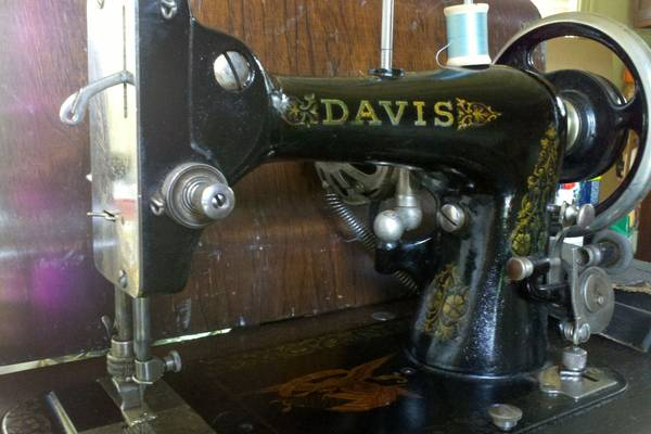 History-of-Davis-Sewing-Machine-Company-(How-do-Date)