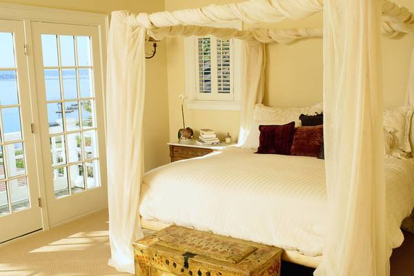 What-Kind-of-Fabric-For-Bed-Canopy-How-Much-How-To-Tips