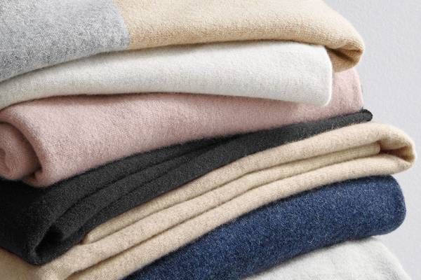 Can-You-Wear-Cashmere-in-the-Summer-Wearing-Cashmere-Tips