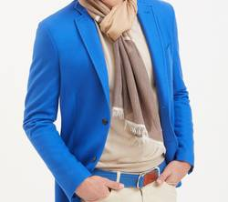 Can-You-Wear-a-Cashmere-Blazer-in-Summer