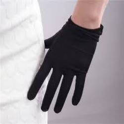 Do-Silk-Gloves-Keep-Your-Hands-Warm