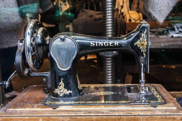How-And-Where-to-Sell-Sewing-Machines-Vintage-Online