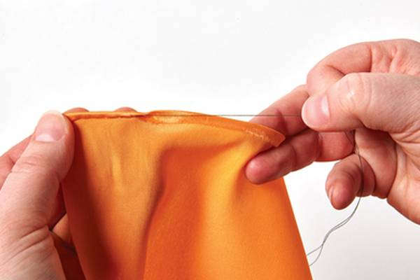 How-to-Hem-Silk-by-Hand-or-Machine-Easily-(Pants,-Scarf)