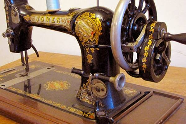 Vintage-Vs-New-Sewing-Machine-Are-Old-Machines-Better