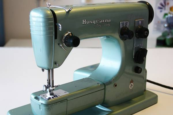 How-Old-is-My-Husqvarna-Sewing-Machine-(Old-Models-Review)
