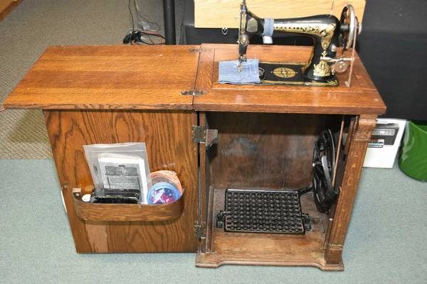How-to-Date-a-Franklin-Sewing-Machine-(Value,-Models)