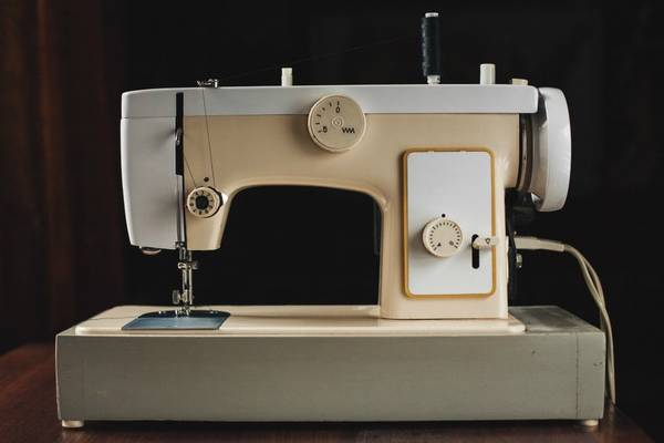 Nelco-Sewing-Machine-Troubleshooting-(How-to-Oil-and-Thread)
