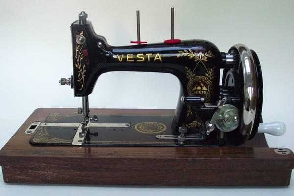 The-Antique-Vintage-Vesta-Sewing-Machine-(Value,-Dating) (2)