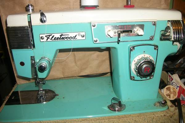 The-Vintage-Fleetwood-Sewing-Machine-(History,-Models)