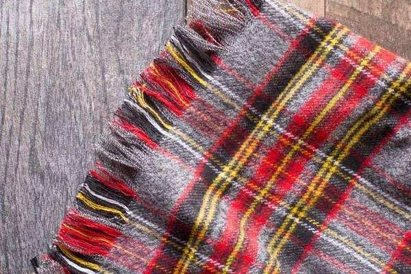 Does-Fleece-Fray-How-to-Finish-Fleece-Blanket-Edges-or-Hem