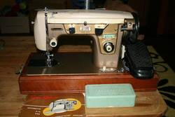 Old-Universal-Sewing-Machine-With-Table-Price