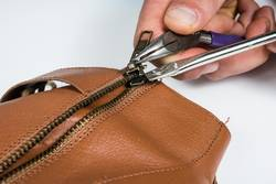 How-To-Remove-a-Zipper-Slider-Without-Breaking-It
