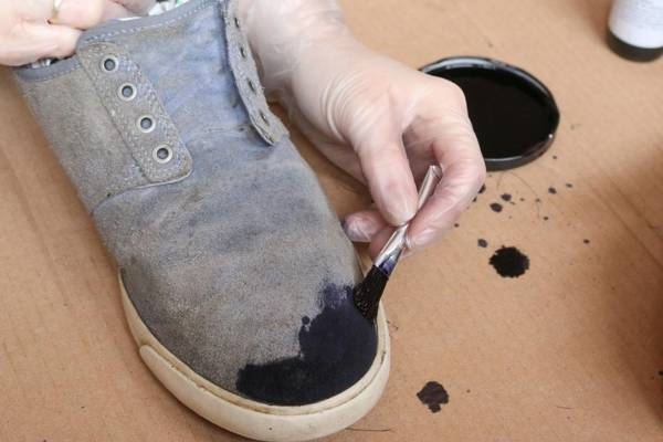 Can-You-Dye-Canvas-(How-to-Dye-Canvas-Shoes-Easily)