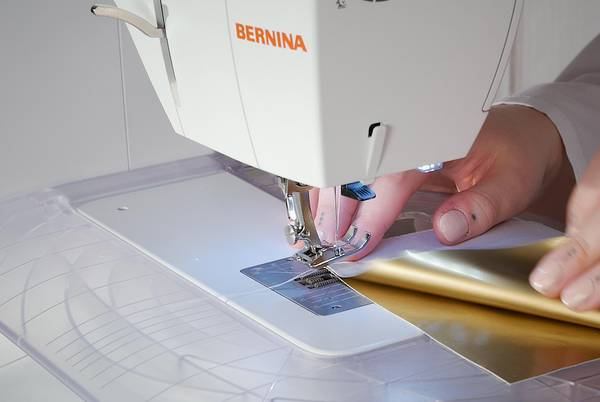 How-to-Sew-vinyl-By-Hand-or-With-a-Regular-Sewing-Machine