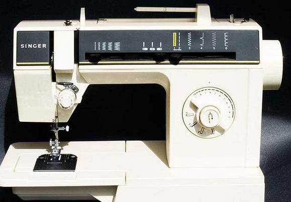 The-Singer-6212C-Sewing-Machine-Review-Manual-Value-Year